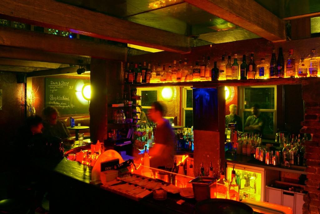 Blaues Barhaus 4
