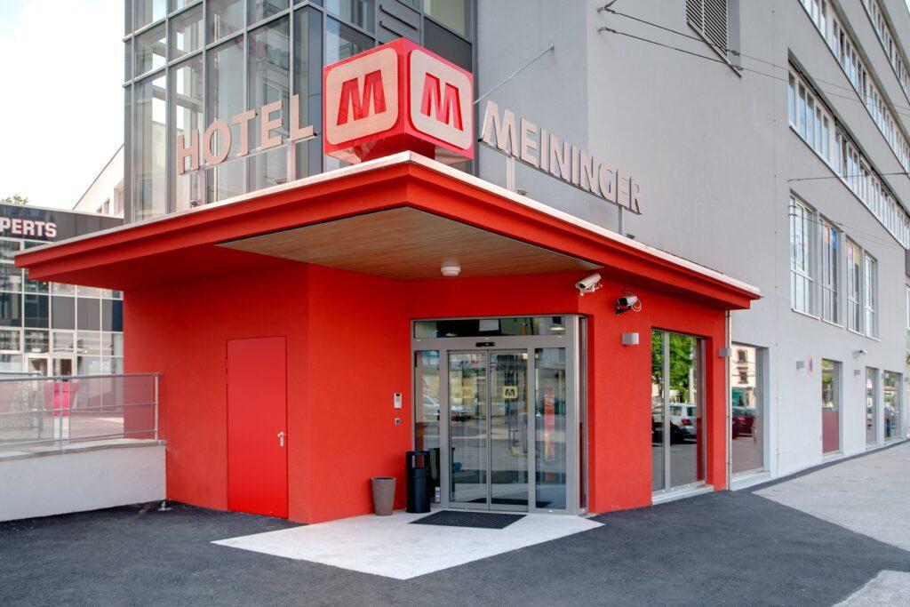 Entrance MEININGER Hotel Salzburg City Center