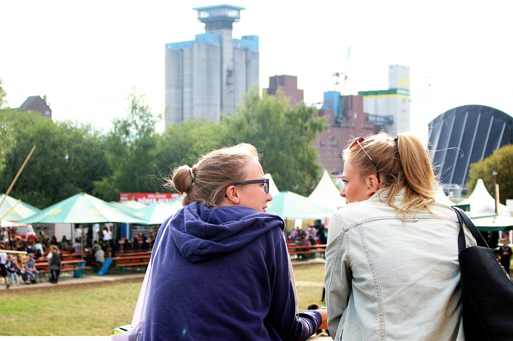 Two girls at MS Dockville