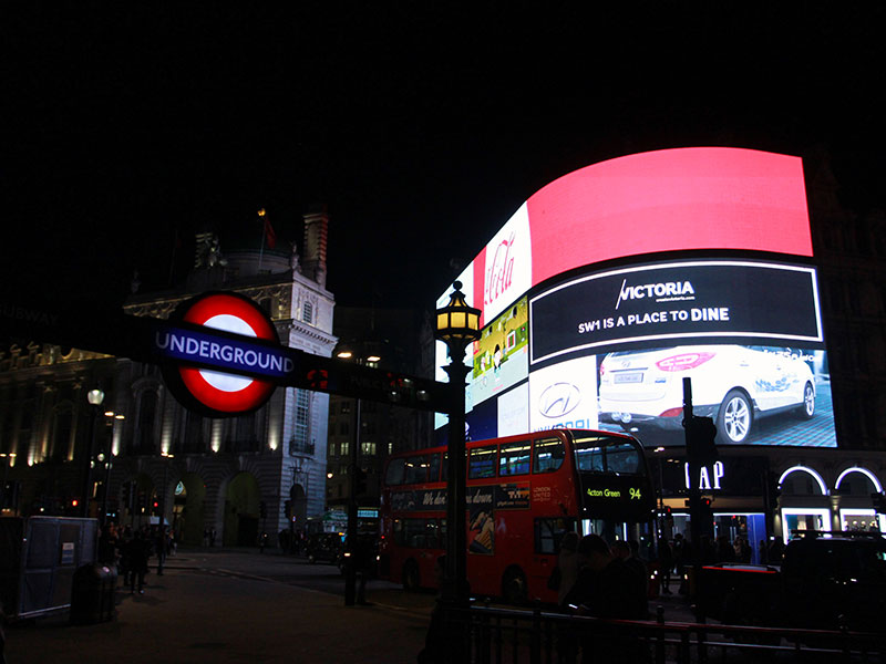 Non touristy Things to do in London - PicadillyCircus