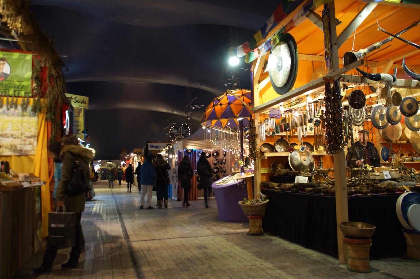 tollwood_weihnachtsmarkt_bazaarzelt