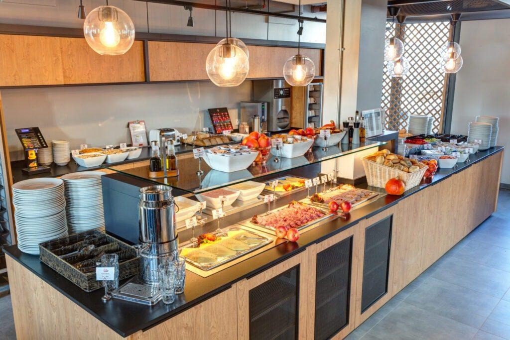 Breakfast buffet MEININGER Hotel Berlin Tiergarten
