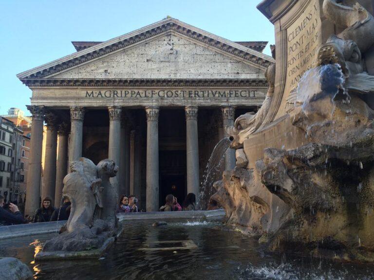 Eat Near Rome´s Monuments, Trevi Fountain